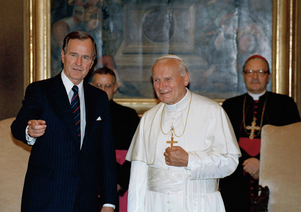 . ** FILE ** President George H.W. Bush, stands with Pope John Paul II in the papal library at the Vatican, in this May 27, 1989 file photo.  (AP Photo/Ron Edmonds, File)