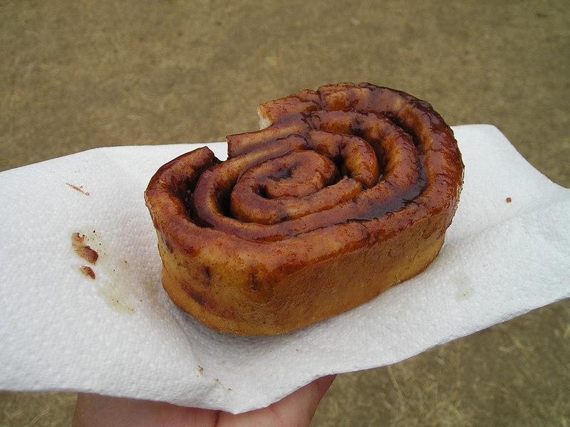 Renaissance Pleasure Faire, Hollister 2006: World's largest and tastiest cinnamon bun