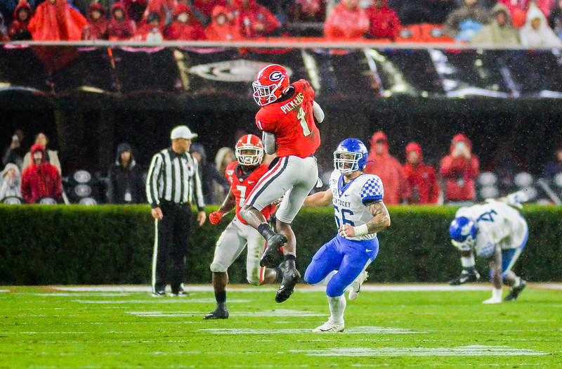 Georgia's George Pickens (1) catches a pass during the game against the University of Kentucky Saturday, October 19, 2019 at Sanford Stadium in Athens, Georgia. (Photo: Nicole Seitz)