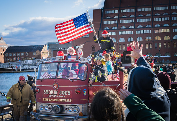 2019-12 Santa Arrives by Helicopter for Christmas Parade