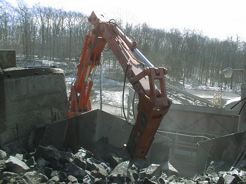 NPK B6500 pedestal boom system with E210A hydraulic hammer-secondary rock breaking (9).jpg
