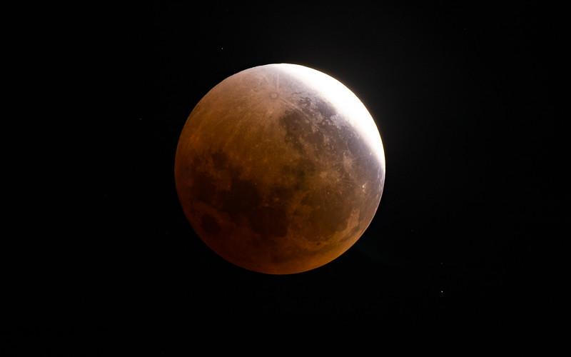 5DIV FS102 Lunar Eclipse 1300mm-8521.jpg