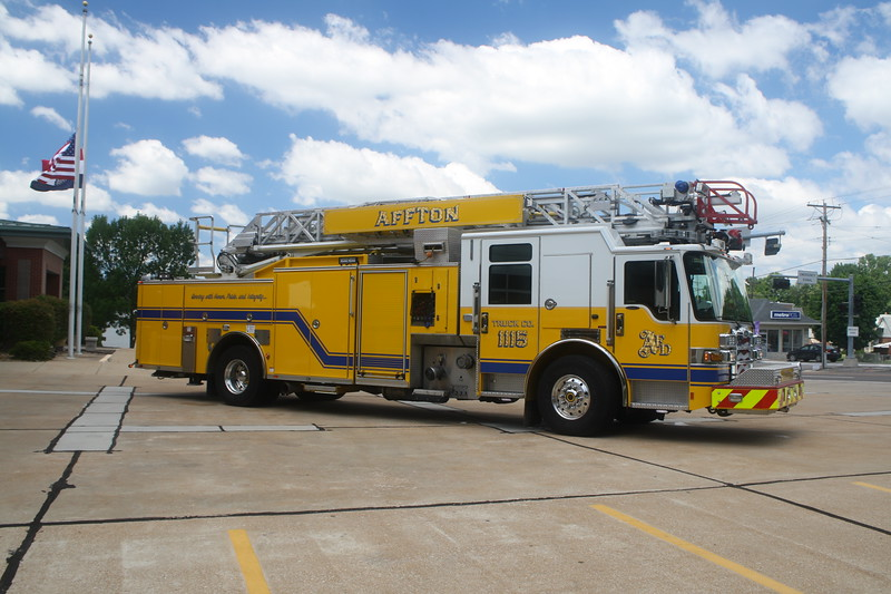 Affton FPD MO - Ladder 1115 - 2014 Pierce Dash CF 1500-500 75' Rmt #28745.JPG