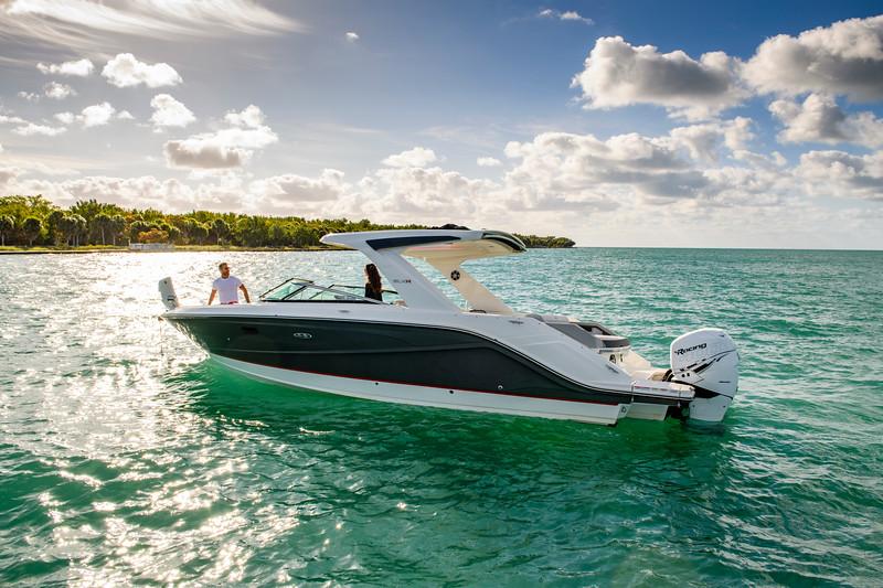 2020-SLX-R-310-outboard-lifestyle-13.jpg