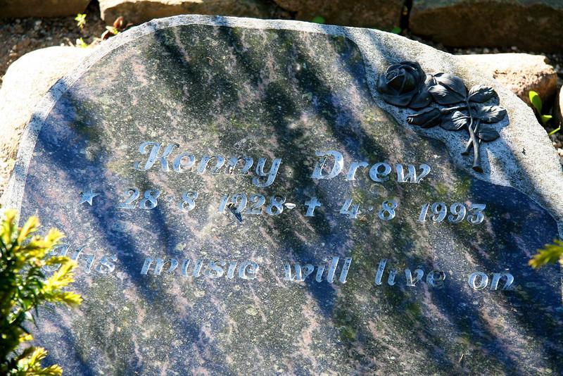 Assistens Kirkegård - maj 2006 Grave og Kenny Drew