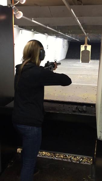 Lauren - Supressed MP5 - Navy trigger - 9mm