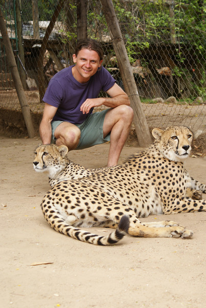 Me cheetah petting!