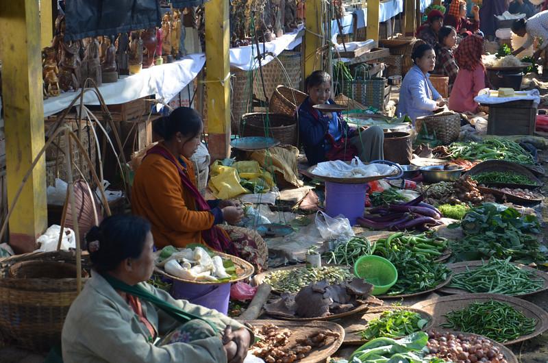DSC_4332-ywama-food-market.JPG