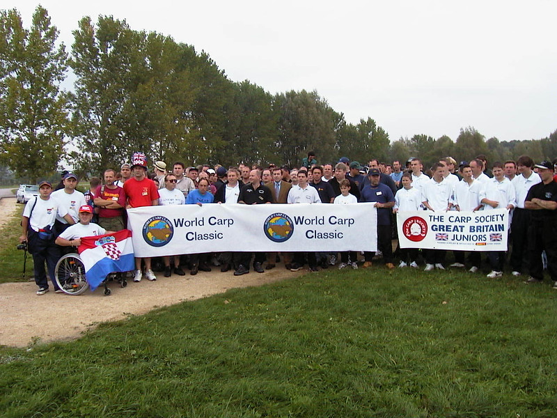 WCC00-misc-Group photo 5 - Participants with WCC banners