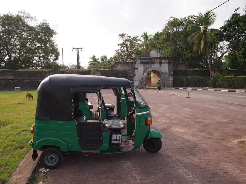 P2178654-tuk-tuk-and-fort-gate.JPG