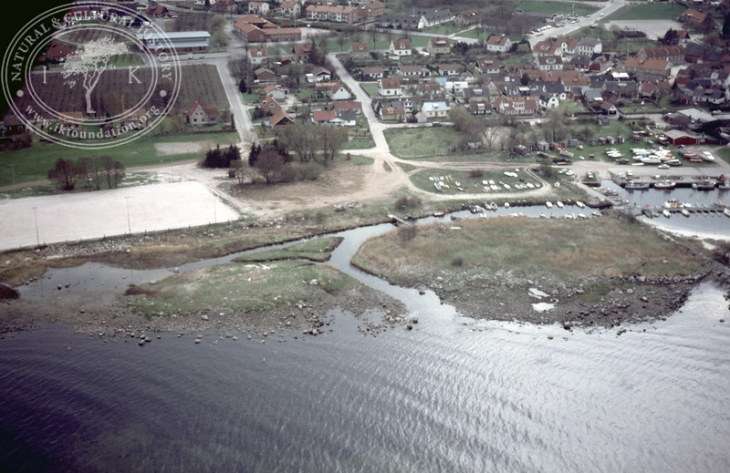 Kivik, harbour with possible fish works (1986). | LH.0091