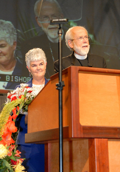Bishop Mark Hanson and his wife Ione at the podium after his re-election during the 2007 ELCA Churchwide Assembly.