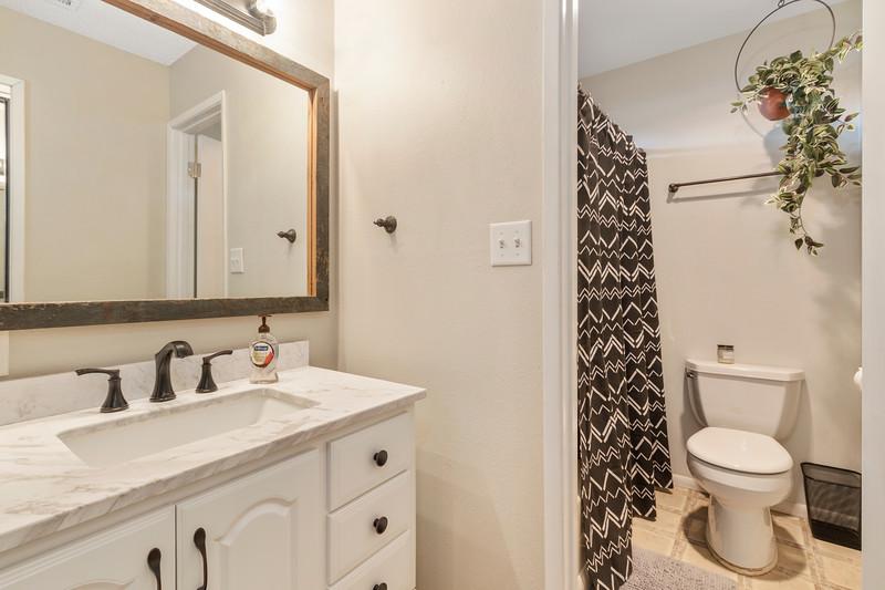2945 Geneseo 25 Guest Bathroom.jpg
