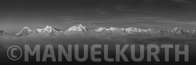 Blick vom Niesen auf Berner Alpen
