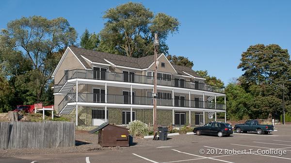 A Five Unit Apartment for a Marina