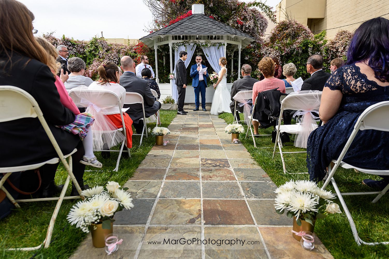 wedding ceremony at Fremont Century House & Gardens