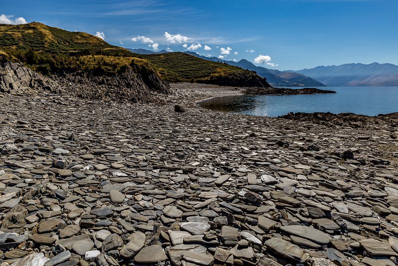 Strand aus Steinplatten an der «Bottom Bay»