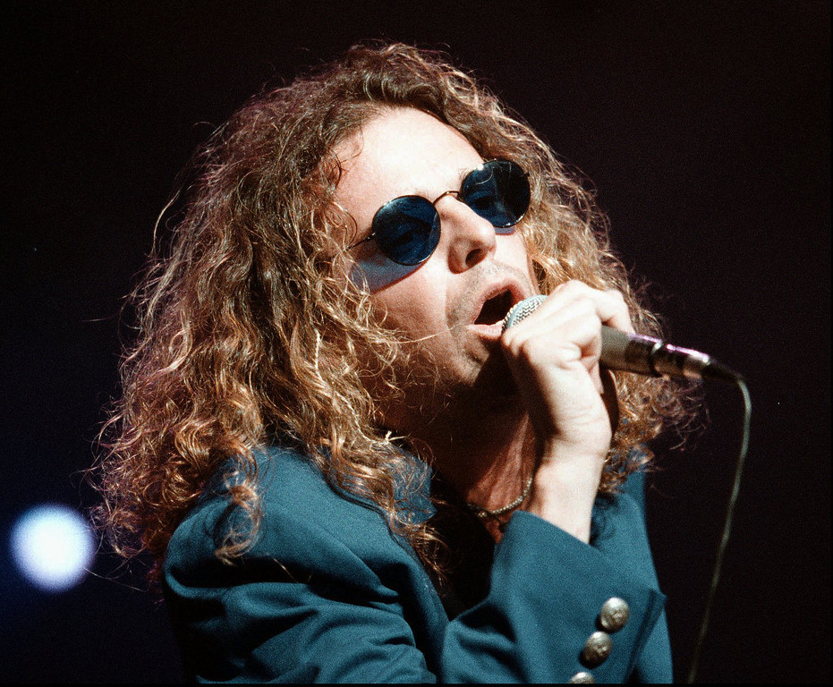 . Spanish Rock group MANA singer Fher sings to the packed crowd at the Universal Amphitheatre in Universal City, Calif., Friday night, Aug. 21, 1998, during the first stop of their United states tour. (AP Photo/Raul Roa, HO)
