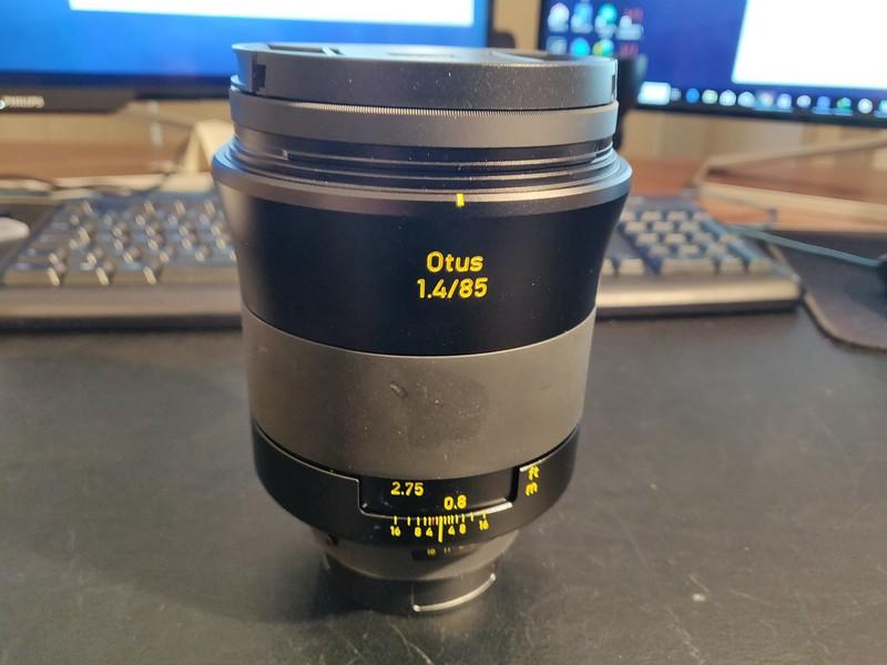 Zeiss Otus 85 1.4 001 - Serial 51553687.jpg