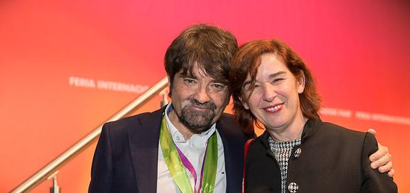 17.11.26 FIL Juan Casamayor PREMIO editorial
