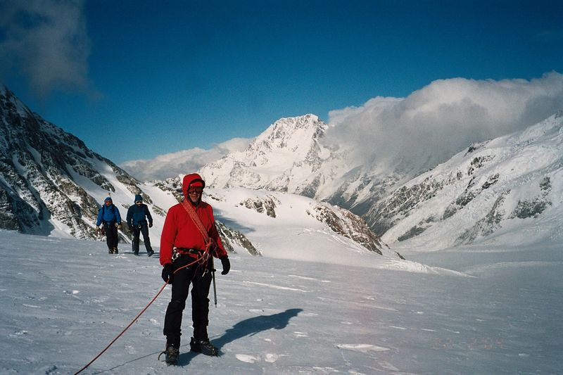 Trent returning from Tasman Saddle Hut. Mt Cook in the background. 22 Feb 04