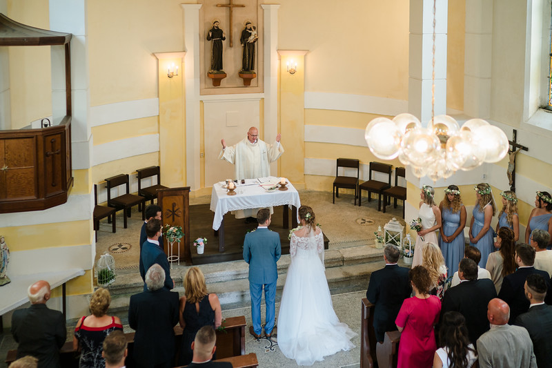 svatba v Kostele sv. Antonína Paduánského v Bedřichově