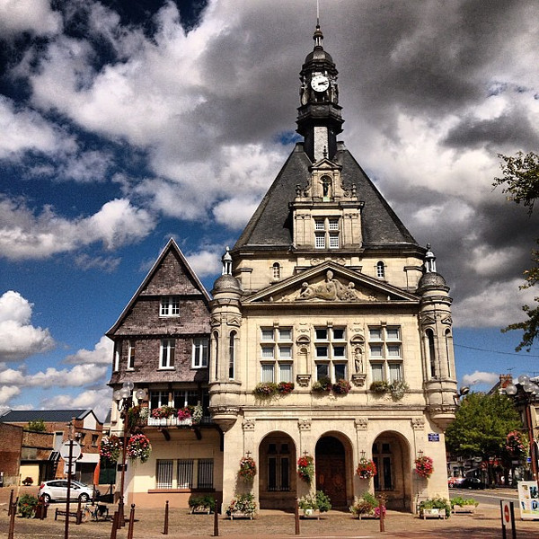 La petite France, Peronne town square #toocute