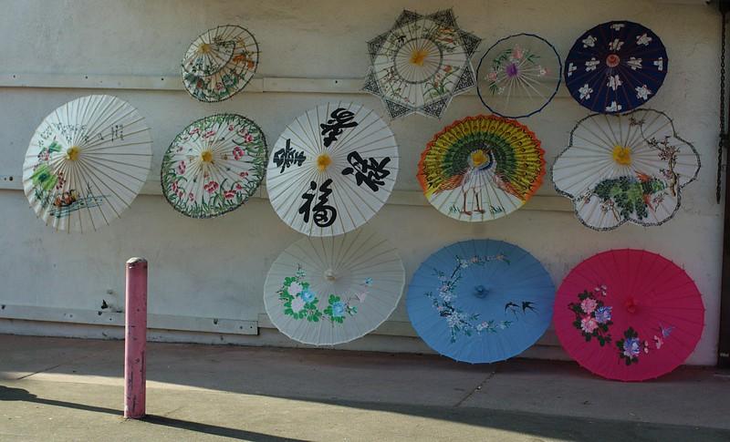 ChinatownCentralPlaza010-UmbrellasForSale-2006-10-25.jpg