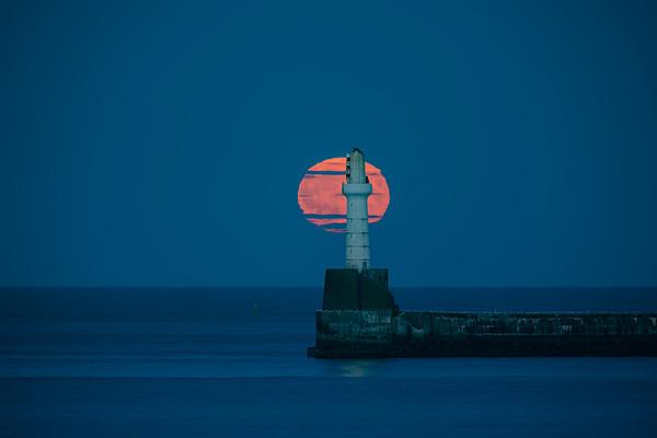 Moon Chasing