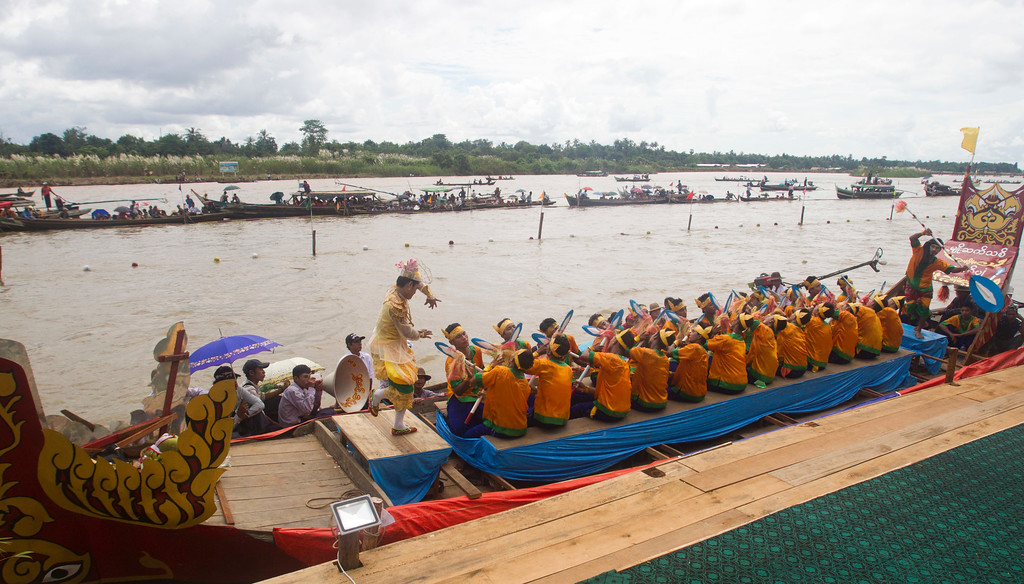 . A local traditional culture troupe compete performance on boat during Shwe Kyin light festival, Friday, Oct. 6, 2017, in Bago, about 183 kms. (114 miles) from Yangon, Myanmar. Men and women from local traditional dancing troupes are taking part in the annual festival, made up of songs, races, and floating candles to celebrate at the end of Buddhist Lent. (AP Photo/Thein Zaw)