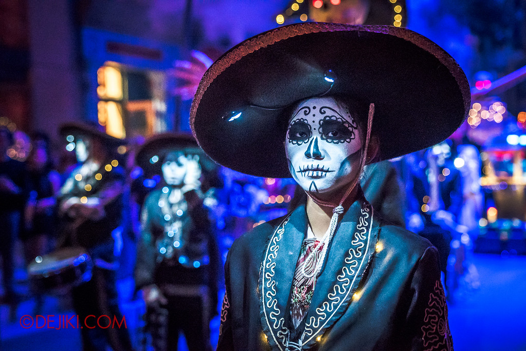 Halloween Horror Nights 6 - March of the Dead / Death March - Band, girl close-up