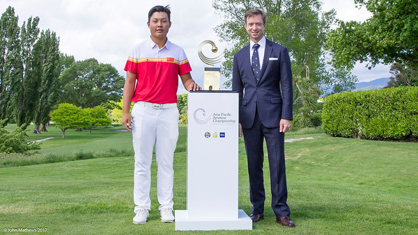 Kurt Greive, the Cheif Executive Officer of the  Royal Wellington Golf Club with Yuxin Lin from China and his trophy after winning the  the Asia-Pacific Amateur Championship tournament 2017 held at Royal Wellington Golf Club, in Heretaunga, Upper Hutt, New Zealand from 26 - 29 October 2017. Copyright John Mathews 2017.   www.megasportmedia.co.nz