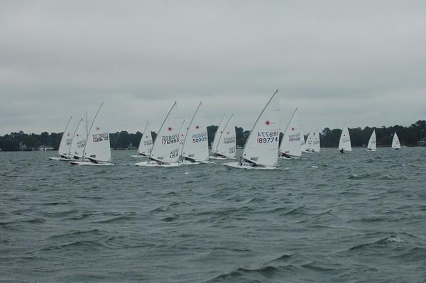 Fleet sailing upwind on race 3