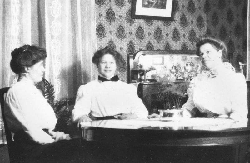 Caroline and Sisters