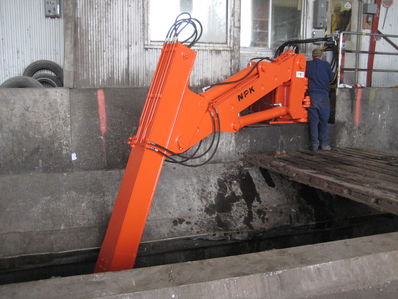 NPK B600 telescopic pedestal boom system-material handling system with grapple for waste transfer stations (sn 1N9076) (3).jpg