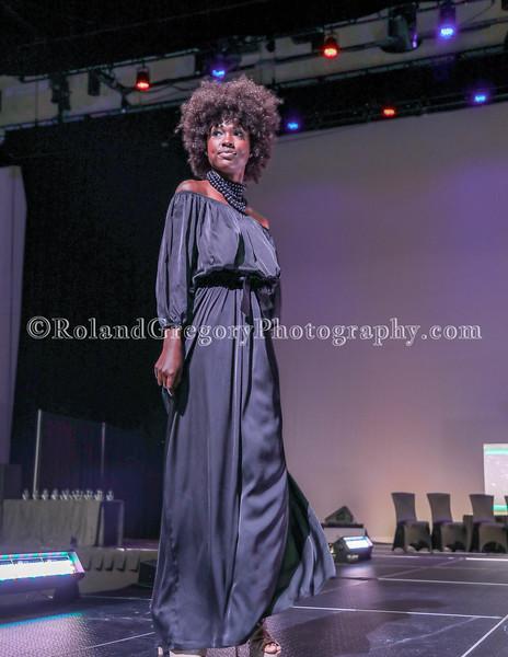 100 Womens Fashion show2019-3548.jpg