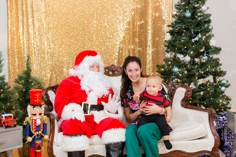 FADS Picture with Santa-249.jpg
