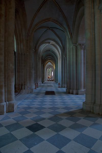 Caen Abbaye-aux-Hommes - Aisle