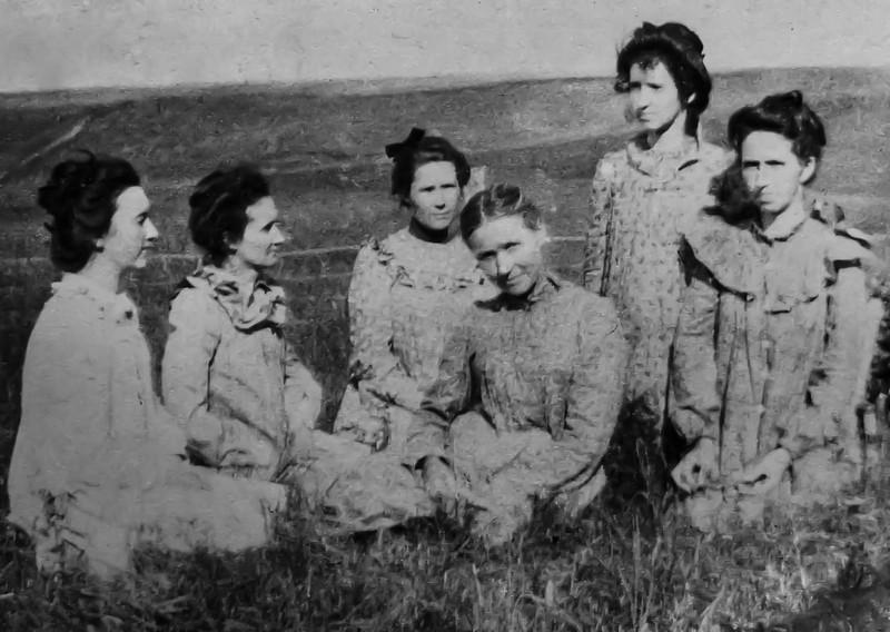 Mary Kelley Carlin 1895 when Fayette was 2 years old - 1-100.jpg