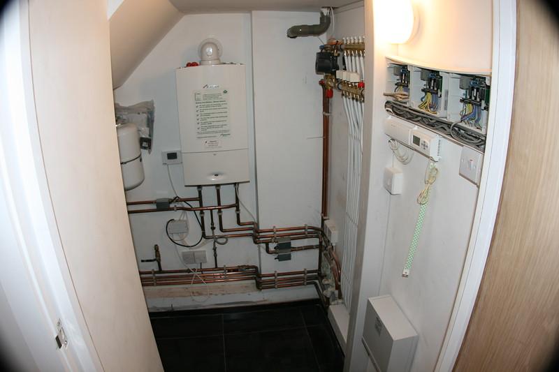 Boiler and underfloor 1.JPG