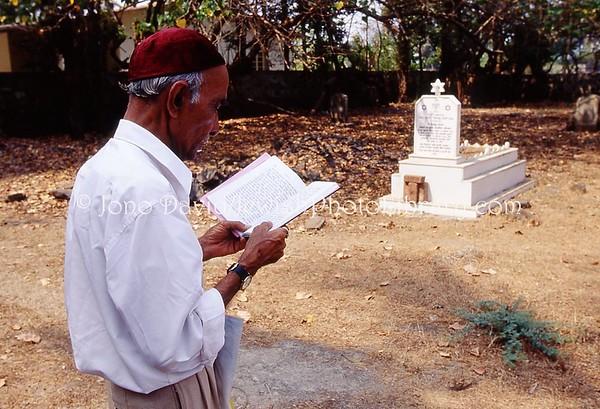 INDIA, Navgaon (Konkan Coast, Maharashtra). Navgaon Jewish Cemetery. (2009)