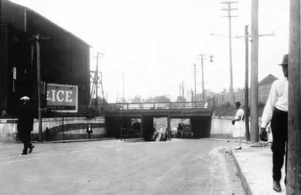 1928-Mrytle Avenue Subway.jpg