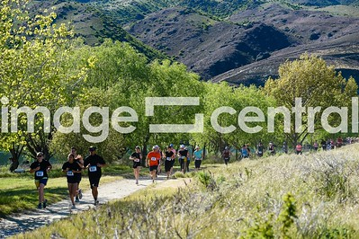 Runners in the Cromwell Half Marathon, 10km & Teams Relay in Cromwell, New Zealand 21 October 2018.  Copyright image:  Clare Toia-Bailey / www.imagecentral.co.nz