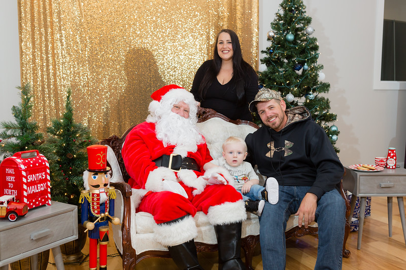 FADS Picture with Santa-348.jpg