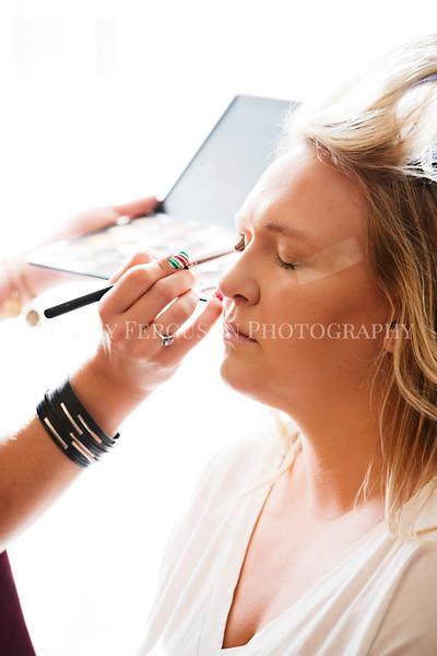 Hillary_Ferguson_Photography_Melinda+Derek_Getting_Ready093.jpg