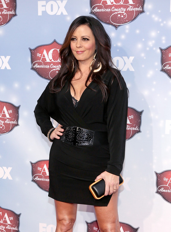 . Singer Sara Evans arrives at the 2013 American Country Awards at the Mandalay Bay Events Center on December 10, 2013 in Las Vegas, Nevada.  (Photo by Isaac Brekken/Getty Images)