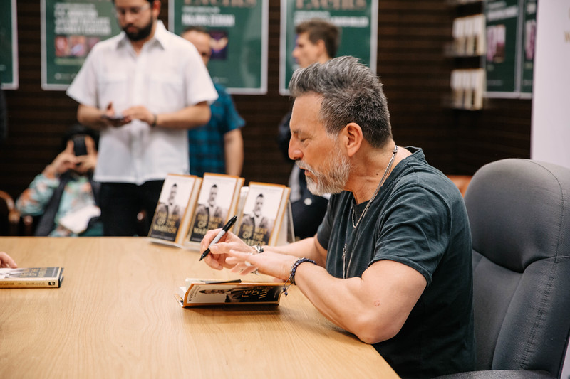 2019_2_28_TWOTW_BookSigning_SP_274.jpg