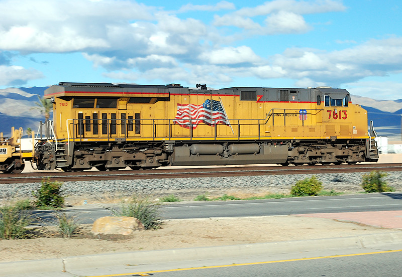 2011-02-26 Indio CA UP 7813 GE AC45CCTE.JPG