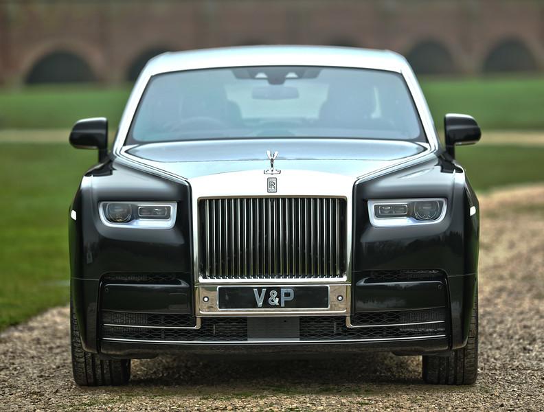 Rolls-Royce Phantom VIII 2.jpg