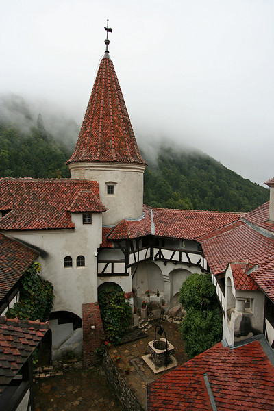 bran-castle-courtyard-tower-and-well-dracula-transylvania-romania.jpg